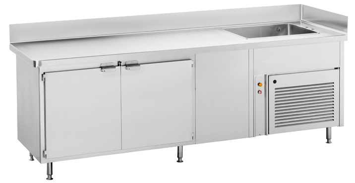 Hot counter with neutral temperature under cupboards