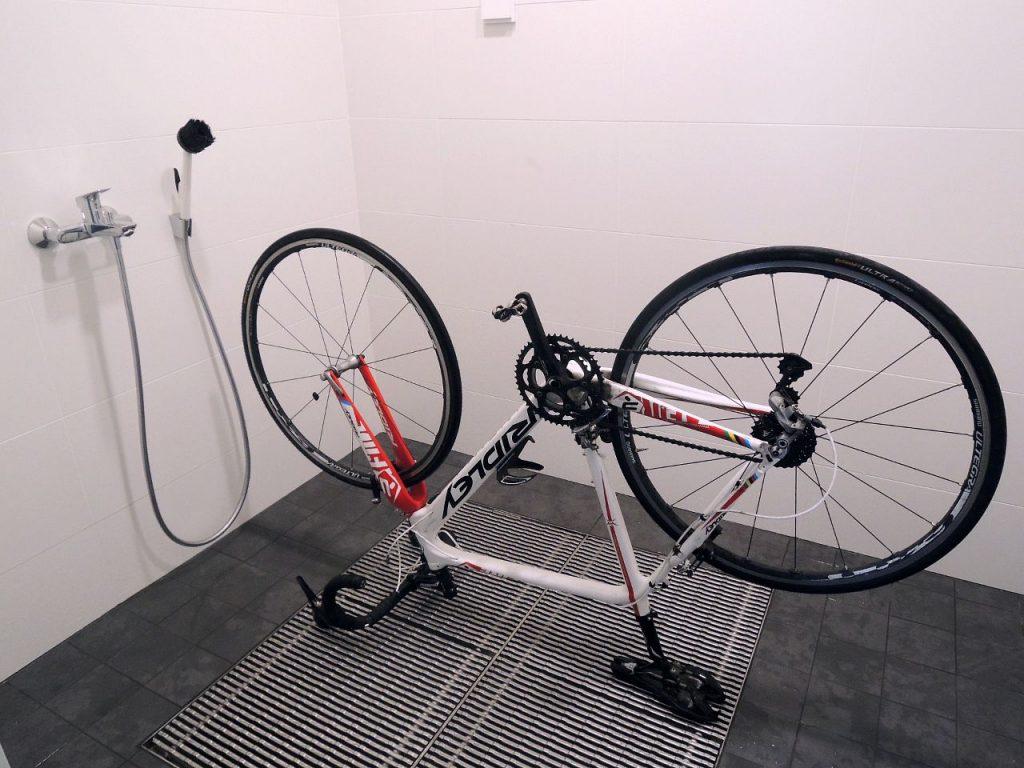 Kavikan Kurasyöppö ja polkupyörä.